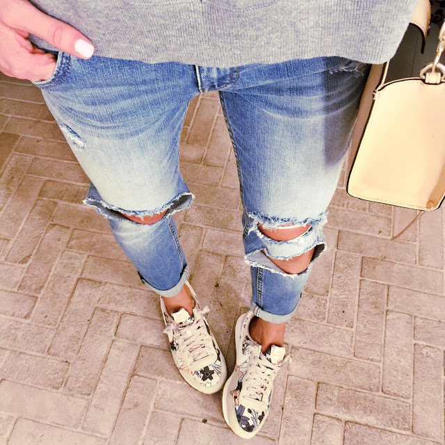 ripped-skinny-jeans-fashion-blogger