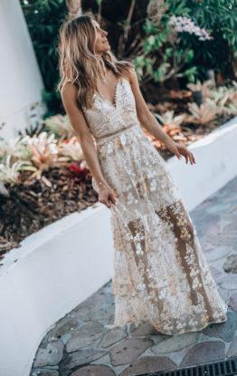 5 GORGEOUS MAXI DRESS STYLES YOU'LL WEAR ALL SUMMER LONG