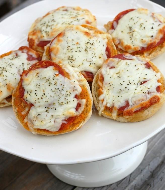 easy kid-friendly mini english muffin pizzas