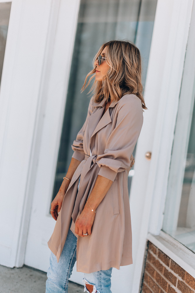 how to wear lightweight trench coat for spring