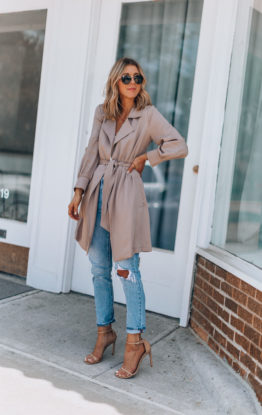 A Stylish Lightweight Trench Coat for Spring and Summer